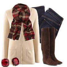 Lindo atuendo para invierno pantalón de mezclilla cardigan crema , bufanda y botas de piso color cafe