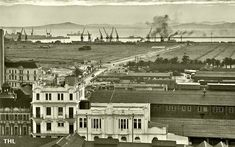 The building in the foreground was part of the main railway station and replaced by the present station in The kink stretching from Jan van Riebeeck's statue was straightened during Photo; South African Air Force, Most Beautiful Cities, Historical Pictures, Old Photos, Vintage Photos, Cape Town, Old Houses, Places To See, Paris Skyline