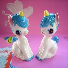 Unicorn salt & pepper shakers << Squeeing at the cuteness. Want. Want. WANT.