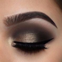 We can find a huge demand on Somekey eye make up, we're guessing that this huge number comes from it's elegant vibe look. Somekey eye make commonly appear in three different type including light, medium, and dark color shade. Fall Makeup, Love Makeup, Makeup Inspo, Makeup Inspiration, Beauty Makeup, Makeup Ideas, Makeup Kit, Normal Makeup, Queen Makeup