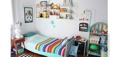 Découvrez la chambre des deux petits garçons d'Hélène, la créatrice de Studio Jolis Mômes. On aime le style vintage et les objets qui évoquent notre enfant!