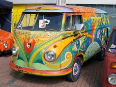 love this Paint scheme   VW Bus ☮ pinned by https://www.soundroyalties.com/