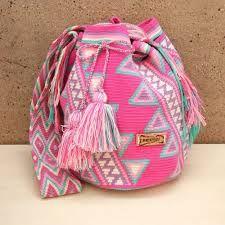Risultati immagini per crochet pattern wayuu bag Crochet Wool, Cute Crochet, Crochet Motif, Tapestry Bag, Tapestry Crochet, Crochet Handbags, Crochet Purses, Crochet Bags, Mochila Crochet