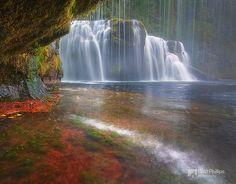 Lewis River Falls Cave.  Cueva de las cataratas del río Lewis.  Fotografiado por Chip Pillips.