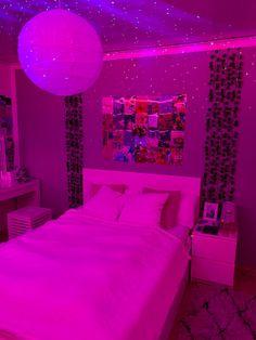 Teen Bedroom Designs, Room Design Bedroom, Room Ideas Bedroom, Neon Bedroom, Chill Room, Indie Room, Teen Room Decor, Aesthetic Bedroom, My New Room