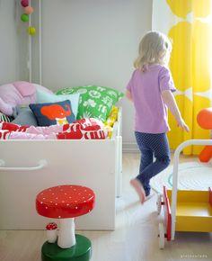 Pinjacolada: KIDS ROOM Kids Wood, Big Girl Rooms, Wood Toys, Grey Walls, Room Interior, Kids Bedroom, Toy Chest, Storage Chest, Little Girls