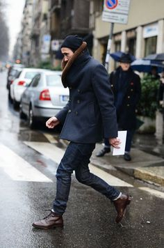 How to wear a pea coat - men's fashion what to wear style tips Looks Cool, Men Looks, Coat Style For Man, Fashion Moda, Mens Fashion, Fashion Sale, Fashion Outlet, Fashion News, Runway Fashion