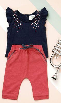 Moda infantil Archivos - Página 5 de 103 - Minimoda.es Summer Girls, Kids Girls, Baby Kids, Ropa American Girl, Baby Girl Newborn, Baby Wearing, Kids Wear, Shirts For Girls, Baby Love