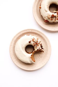 Cinnamon Spiced Donuts (vegan) - Plant and Sprout - Katharina loves donuts. says we need donuts for breakfast! Food Photography Styling, Food Styling, Photography Tips, Wedding Photography, Sweets Photography, Bedroom Photography, Cocktail Photography, Photography Hashtags, Photography Courses