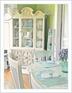 Shabby Farmhouse China Cabinet Makeover- A Painted Furniture, Before & After Chalk Paint Makeover Country Furniture, White Furniture, Painted Furniture, Diy Furniture, Furniture Refinishing, Repurposed Furniture, Patras, Farmhouse China Cabinet, Homemade Chalk Paint
