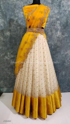 Party Wear Indian Dresses, Designer Party Wear Dresses, Indian Gowns Dresses, Indian Fashion Dresses, Dress Indian Style, Indian Designer Outfits, Long Dress Design, Stylish Dress Designs, Stylish Dresses