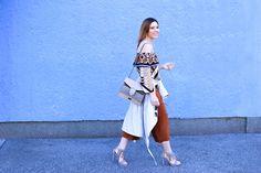 Off-Shoulder Outfit mit Culotte und Fransen High Heels