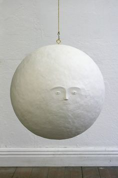 This little dudes face is cute. Man In The Moon- would it be possible to create an imitation of this with papier-mache? If so, perhaps alter the face to be like the Man In The Moon's in Le Voyage Dans La Lune (complete with spaceship stuck in one eye) Paper Art, Paper Crafts, Paper Glue, Tissue Paper, Paper Mache Projects, Paper Lamps, Diy Inspiration, Paperclay, Sculpture Art