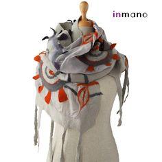 écharpe feutrée nuno fantaisie, les rayons du soleil - écharpe feutrée eco de gris soie laine feutre nuno, nunofelted concepteur châle, écharpe en laine feutrée par inmano
