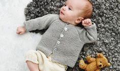 Sticka sötaste koftan till barn eller barnbarn! Underbart mjuk är den lilla koftan med raglanärm och fina pärlemorknappar. Sticka den till familjens minsta medlem och vi kan nästan lova att den...