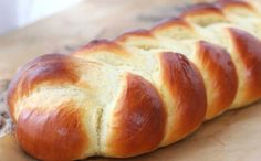Braided easy egg bread recipe - Pillow-y soft, tender and delicate, enriched with both eggs and butter this braided egg bread is so easy to make it will soon become your go-to recipe. Perfect for french toast or bread pudding! Yeast Bread, Bread Baking, Brioche Bread, Bread Food, Food Food, Bread Rolls, Dinner Rolls, How To Make Bread, Quick Bread