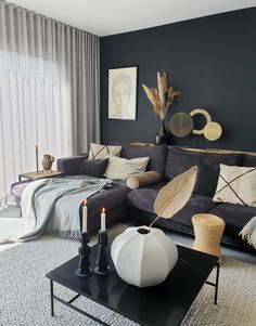 Dark Walls Living Room, Living Room Decor Cozy, Living Room Trends, Boho Living Room, Small Living Rooms, Living Room Inspiration, Living Room Sofa, Home And Living, Black And Grey Sofa