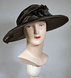 1920s Vintage Black Velvet and Satin Cloche Hat with Wide Brim