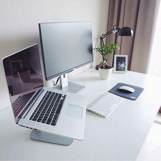 Clean setup up of the day! What yall think? Follow me @techwithdre - Setup by @unknown - - - - - - - #desksetup #macsetup #applesetup#homeoffice #workspace #workstation#minimalist #minimalism #appleandcoffee#thunderboltdisplay #battlestation#iphonex #retinamacbookpro #mbpr#interiordesign #designyourworkspace#setupinspiration #macintoshsetups#macbookair #macmini #macbookpro#macbook #iMac #workhardanywhere#deskvibes #interiormilk