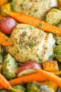 One Pan Roasted Chicken with Fall Vegetables - This meal just couldn't get any easier with crisp-tender chicken and veggies packed with so much flavor! (Used 2 sweet potatoes, 2 zucchini, and 1 red onion) Vegetable Recipes, Chicken Recipes, Turkey Recipes, Turkey Meals, Veggie Meals, Clean Eating, Healthy Eating, Healthy Food, Healthy Dishes