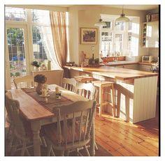 #minimal #cozy #kitchen Country style kitchen with cream units. Garden trading pendent lights over the breakfast bar. Open Plan Kitchen, New Kitchen, Kitchen Country, Kitchen Rustic, Cozy Kitchen, Country Style Kitchens, Kitchen Interior, Kitchen Decor, Kitchen Ideas