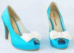 Zapatos de Novia ... Calzado Rodrigo Hernández Color Turquesa con Aplicación Moño con Pedrería  Alto 10cms de Tacón.