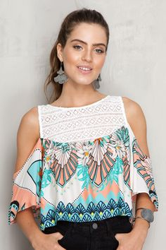 Blusa detalhe guipure estampa tropical dress to outfits молодежная мода, бл Fashion 2017, Fashion Outfits, Girl Fashion, Tropical Dress, Loose Tops, Chiffon Shirt, Corsage, Blouse Designs, Ideias Fashion