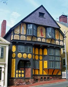 H.P. Lovecraft's Providence, Rhode Island  One of America's greatfantasywriters lived in Providence for most of his life, so a walk or drive through the city might help you to better understand the man and his work.