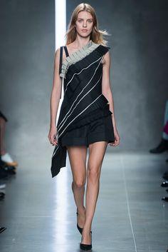 http://www.vogue.es/desfiles/primavera-verano-2014-milan-fashion-week-bottega-veneta/8960/galeria/16202/image/765190