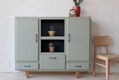 VERKOCHT - Opgeknapte oude meubelen / www.zukiniwoonloods.nl