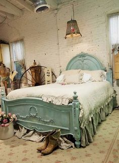 7 Grand Tips: Shabby Chic Wardrobe Lace Dresses shabby chic wallpaper bedroom.Shabby Chic Fondos Violeta shabby chic home.Shabby Chic Home. Shabby Chic Bedrooms, Bedroom Vintage, Shabby Chic Homes, Shabby Chic Furniture, Furniture Vintage, Cottage Furniture, Painted Furniture, Furniture Ideas, Bedroom Furniture