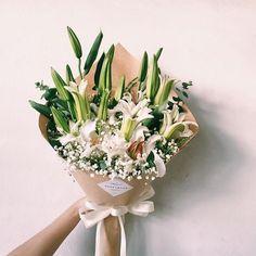 Beautiful Bouquet Of Flowers, Felt Flowers, Beautiful Flowers, Hand Bouquet, Flower Bouquet Wedding, How To Wrap Flowers, Spring Garden, Summer Flowers, Planting Flowers