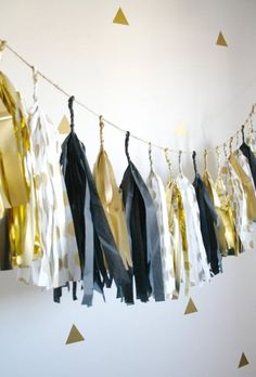 Graduation Party Decor Discover Black and Gold Polka Dot Tassel Garland - New Years Eve Graduation and Anniversary Decor New Years Eve Decoration Gold Black White Tassel Garland - NYE 2016 Black and Gold Wedding Decor Gold Wedding Decorations, New Years Decorations, Birthday Party Decorations, Party Themes, Ideas Party, Birthday Parties, Graduation Centerpiece, Party Fiesta, Nye Party