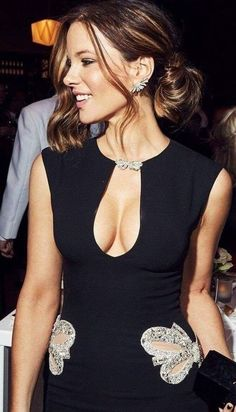 The gorgeous actress Kate Beckinsale in a tight cleavage revealing black sexy dress. Kate Beckinsale Hot, Underworld Kate Beckinsale, Kate Beckinsale Pictures, Beautiful Celebrities, Beautiful Actresses, Gorgeous Women, Beautiful People, Female Actresses, Hot Actresses