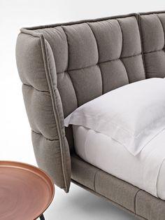 Bett Husk -B&B Italia - Design of Patricia Urquiola Patricia Urquiola, Bedroom Furniture Design, Bed Furniture, Home Room Design, Bed Design, Boffi, Italia Design, Headboard Designs, Luxury Sofa