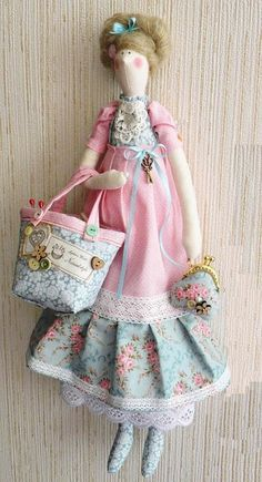 tildas- I have a doll that has features like this one and I bought it because she reminded me of my Mother. Doll Crafts, Sewing Crafts, Sewing Projects, Doll Toys, Baby Dolls, Sewing Dolls, Soft Dolls, Fabric Dolls, Softies
