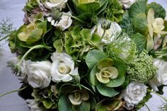 Ammi and cabbage roses  Another incredible design by Lotte & Bloom