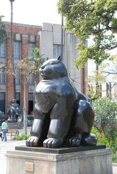Fernando Botero sculptures in Medellin Magic Realism, Interactive Art, Animal Sculptures, Stone Carving, Heart Art, Public Art, Art Education, Cats And Kittens, Illustrators