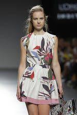 Juan Vidal exhibe sus propuestas para primavera-verano 2016 sobre la pasarela de Mercedes-Benz Fashion Week Madrid - Ediciones Sibila (Prensapiel, PuntoModa y Textil y Moda)