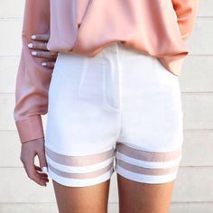 It's not spring without a great pair of casual white shorts! Vogue, Mode Chic, Fashion Outfits, Womens Fashion, Ethical Fashion, 90s Fashion, Swagg, Spring Summer Fashion, Spring Style