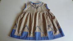Altes-Kinderkleid-Puppenkleid-bestickt-Beige-Blau-Omas-Waesche-31