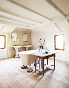 Daniel De la Falaise's master bath