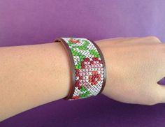 Bekijk dit items in mijn Etsy shop https://www.etsy.com/listing/236110052/cross-stitch-bracelet-embroidered-cuff