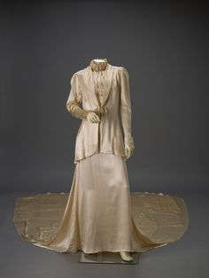 Wedding Ensemble 1936 The Indianapolis Museum of Art Vintage Gowns, Vintage Outfits, Vintage Clothing, Vintage Weddings, Bridal Skirts, Bridal Gowns, 1900s Fashion, Vintage Fashion, Wedding Dress Trends