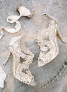 Glam bridal shoes: http://www.stylemepretty.com/2016/06/05/see-why-old-world-glamour-is-new-again/ | Photography: Rebecca Yale Photography - http://rebeccayalephotography.com/