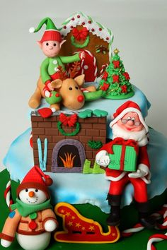 Torturi - Viorica's cakes: Tort de Craciun Christmas Topper, Christmas Cake Decorations, Christmas Cakes, Holiday Cakes, Christmas Goodies, Christmas Elf, Christmas Desserts, Christmas Treats, Christmas Baking