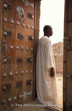 Africa   Moroccan style door, Djingareiber Mosque was built in 1325 and is a world heritage site, Timbuktu, Mali   © Ariadne Van Zandbergen
