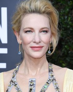 16 Stars 45 and Over Who Looked Positively Stunning at the 2020 Golden Globes Cate Blanchett, Golden Globe Award, Golden Globes, Side Swept Updo, Mauve Makeup, Tousled Bob, Crop Hair, Blonde Waves, Giuliana Rancic