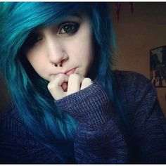 I love her hair and sweater! Scene/Emo Hair I Like ❤ liked on Polyvore featuring hair, people, girls, hair styles and emo