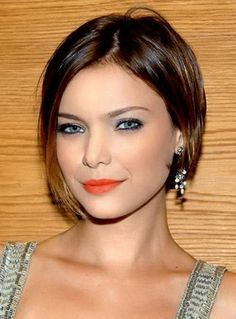 Check Out 21 Best Short Haircuts For Fine Hair. With fine hair you can easily be feminine, extravagant, stylish and playful. Haircuts For Fine Hair, Cute Hairstyles For Short Hair, Modern Hairstyles, Straight Hairstyles, 2014 Hairstyles, Fine Hair Bobs, Medium Haircuts, Brunette Hairstyles, Modern Haircuts
